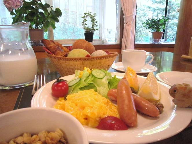 朝食一例【焼き立てパン)