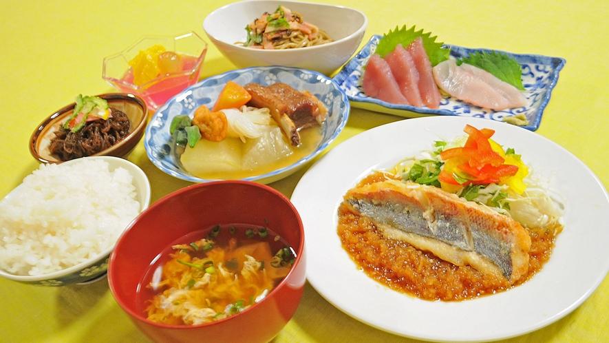 【夕食の一例】ボリューム満点の夕食でお腹いっぱい♪