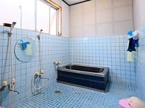 【別館1階】男性用:共同風呂は男女別になっております。(24時間利用可)