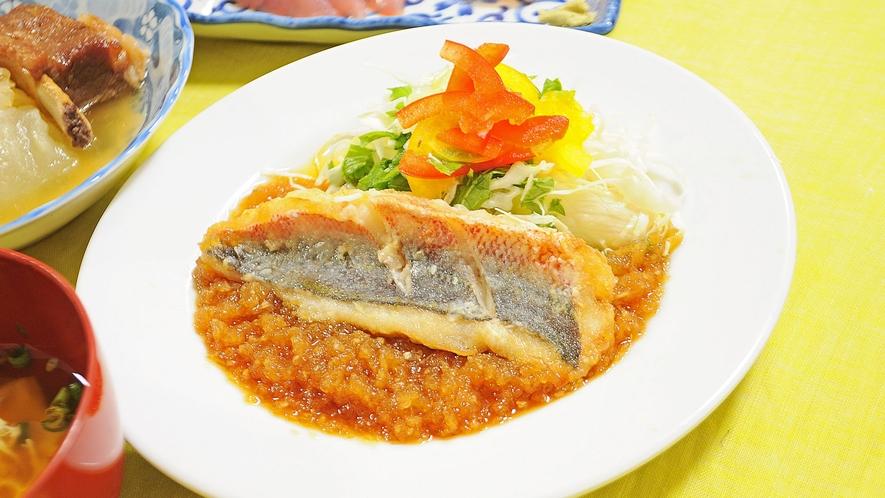 【夕食の一例】特製ソースが自慢のみぞれがけ煮魚