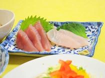 【夕食の一例】地元の味が楽しめる旬のお刺身