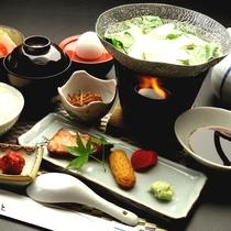 【朝食一例】湯豆腐をはじめとしたカラダにやさしい朝食をご用意しております。