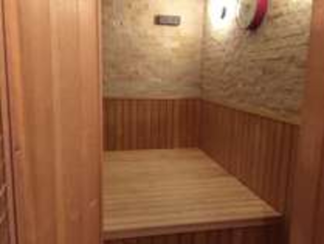 特別トリプルルームのサウナ室