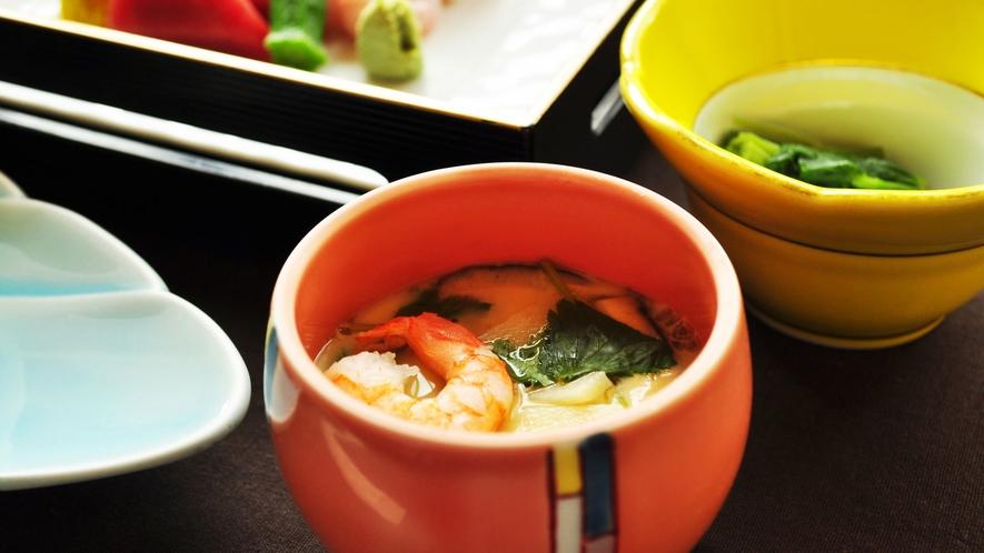 【ご夕食一例:くまげらプラン】具だくさんの茶碗蒸し