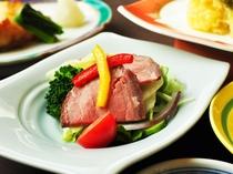 【ご夕食一例:ビジネスプラン】ジューシーな味わいのローストビーフ