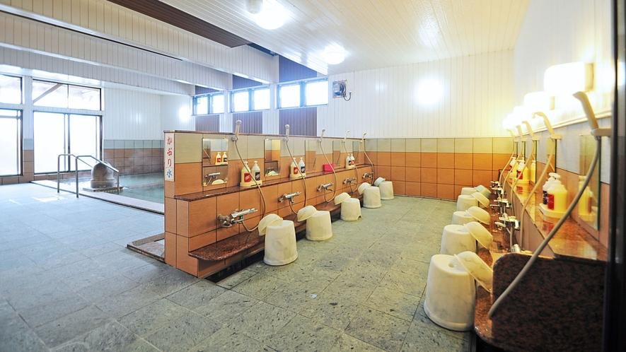 【男湯・洗い場】洗い場も広いので、ゆったりお過ごしいただけます