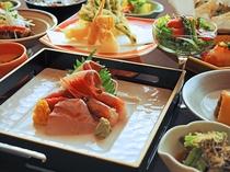 【ご夕食一例:くまげらプラン】お造り四点盛り。季節の旬魚を使用しております。
