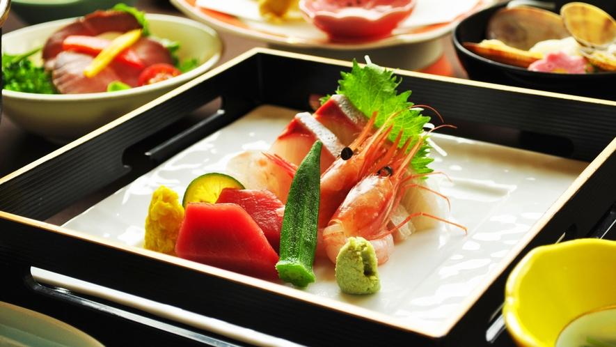 【ご夕食一例:くまげらプラン】旬の魚を使用したお刺身をお楽しみください。