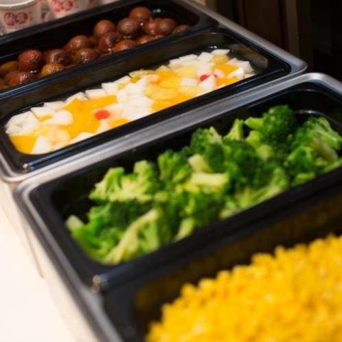 無料朝食はブッフェスタイルで