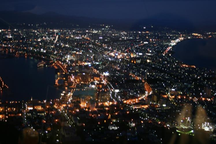 ダイヤモンドを散りばめたように輝く函館夜景