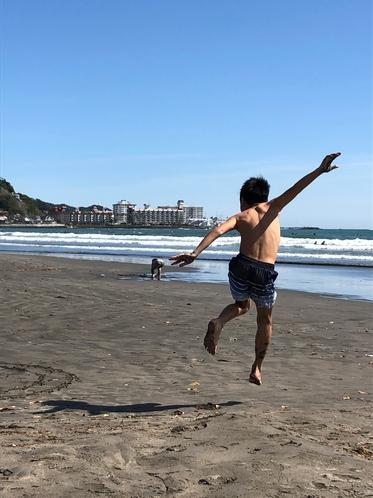 海でヒャッホ―♪