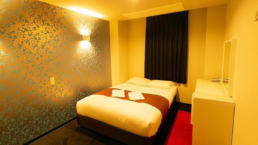・【セミダブルルーム一例】明るく広いお部屋で、ごゆっくりお過ごしいただけます