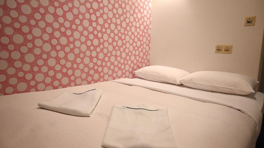 ・【セミダブルルーム一例】全室デザイナーズ!バリエーション豊かでカラフルな客室をお楽しみください