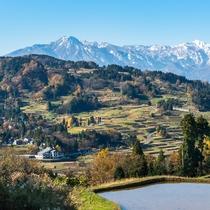 *周辺景色:秋には周辺の山々が色づき、妙高連山まで見渡せる絶景をご覧いただけます。