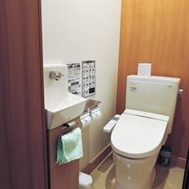 *【部屋/トイレ】清潔なトイレは洗浄機能付で利便性も抜群です。