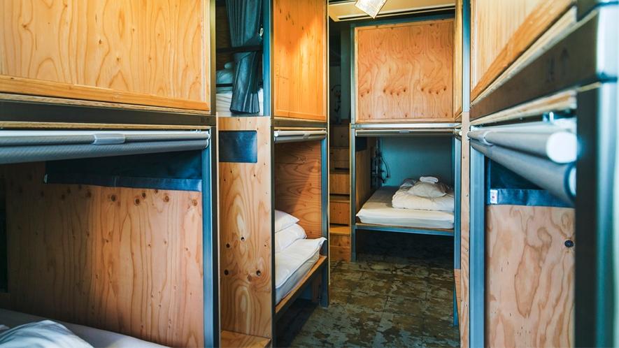 14名ドミトリー部屋ベッド