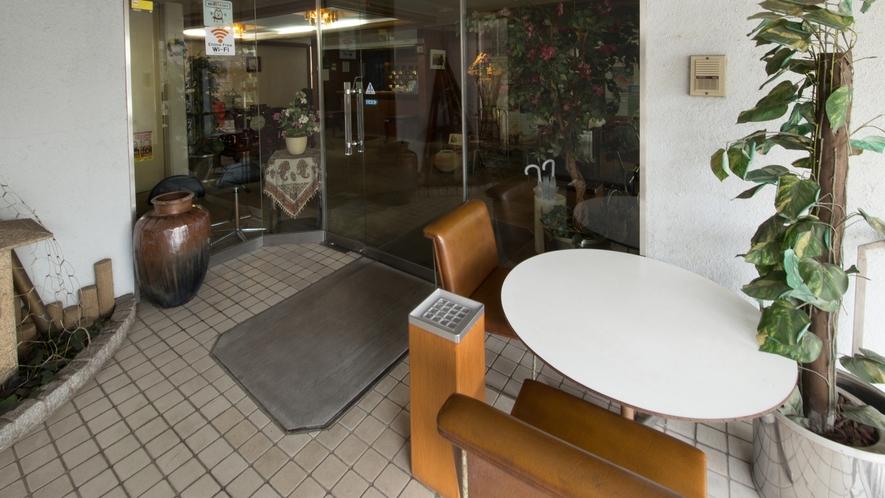 *館内(喫煙コーナー)階段横の喫煙所です
