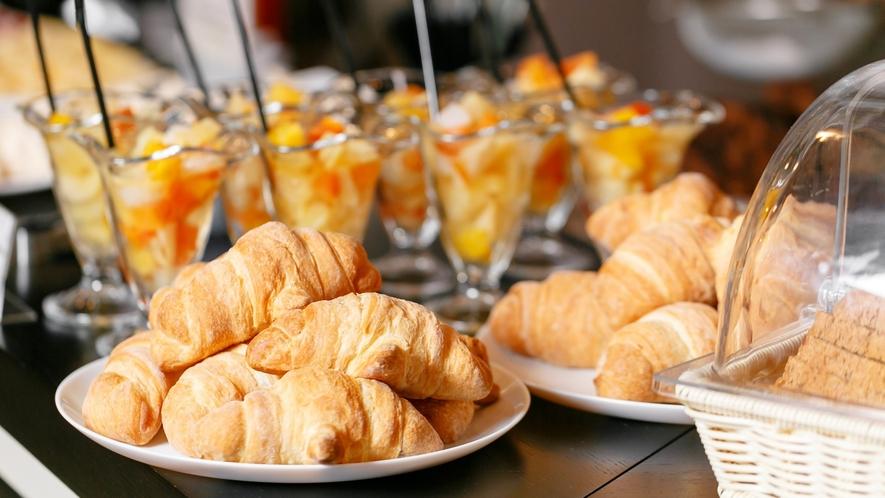 ■朝食一例【焼き立てパン】