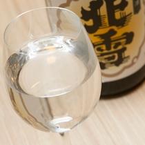 【フォレストカフェ『ウブド』 有料メニュー】純米酒をグラスで乾杯