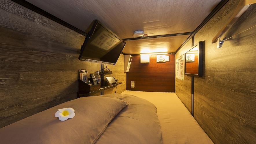 【カプセルルーム】カプセルはシモンズ社製寝具と肉厚マットレスで快適なお休みをお届けします♪