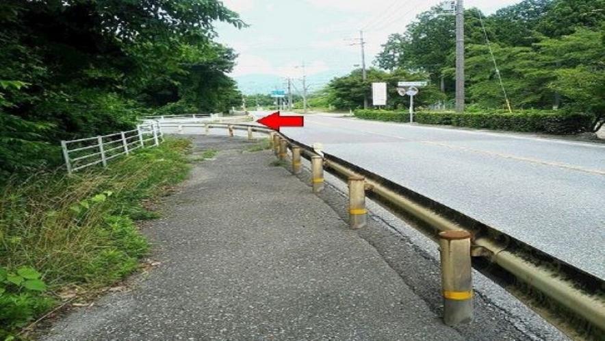 一般道からお越しの方へ★多賀SA下り線への看板(道路右側)を左折 国道307号線 大阪→彦根側
