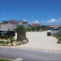 【外観(昼)】無料駐車場も施設前に完備しております