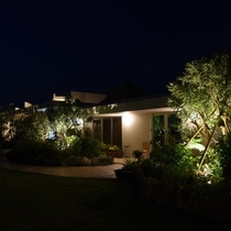 【外観(夜)】きらきらした夜景もいいですが落ち着いた夜景も素敵です