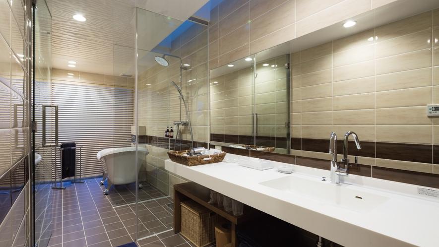 【森】清潔感のある贅沢なバスルーム