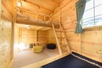ログキャビン室内(広さ約5畳+ロフト2畳)