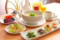 信州食材のアジアンテイスト雑炊/朝食一例