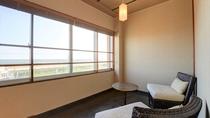 *和室一例/和室のお部屋にも海を眺めるスペースをご用意!海を見ながら日ごろの疲れを癒してください。