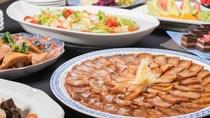 *夕食一例/約20種類の和洋折衷ブッフェをご提供