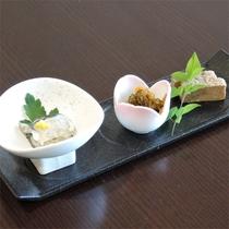 *夕食一例/前菜の、氷頭なますと真砂和え松風。(※内容は季節により異なります)