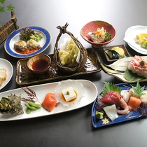*料理(夏)/割烹70年の歴史を誇る佐渡見亭の創作料理