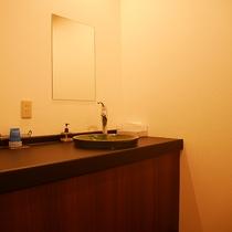*和室8畳・汐彩/女性に嬉しい!お部屋の独立洗面所。