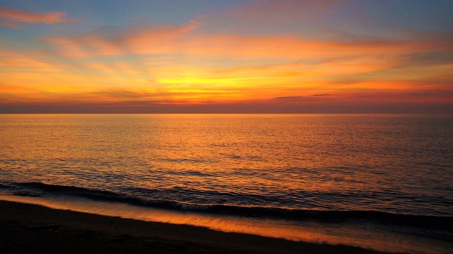 *周辺/おだやかな海に沈む夕日を眺めながら癒しのひと時を・・