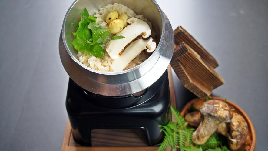 *料理(秋)/松茸の釜めし