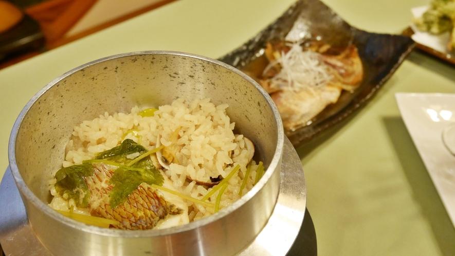 *夕食一例/近海産の鯛を使用した鯛釜飯