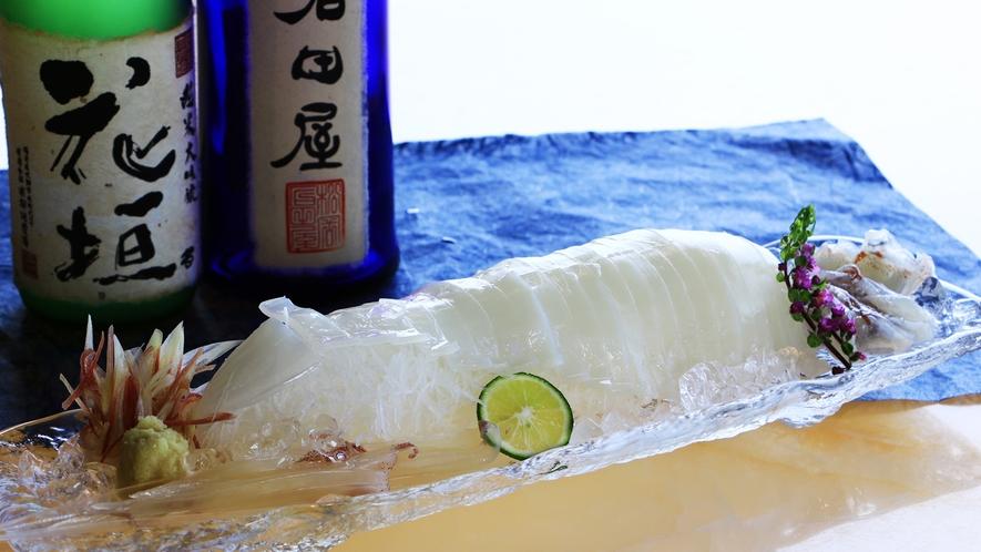 厚みがあり柔らかい、甘みのあるアオリイカ。濃厚で深い味わいをお楽しください。