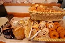 朝食 長野県産 高原野菜と当館オリジナルパンをご賞味ください