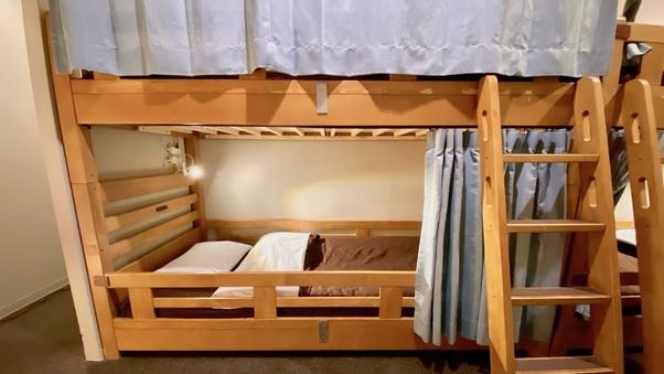 2名まとめて予約 男女共用ドミトリー内の2段ベッド1台