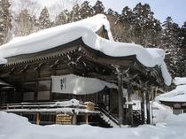 雪の戸隠神社
