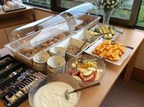 朝食 ※バイキングの場合の一例