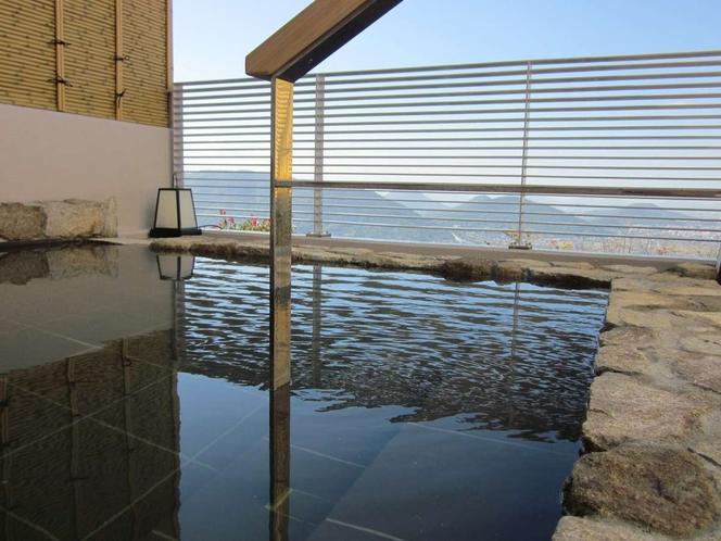 讃岐富士を望む露天風呂