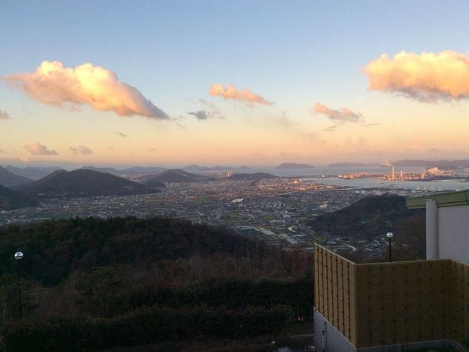ホテルからの景観(渡り廊下より澄み渡る空)