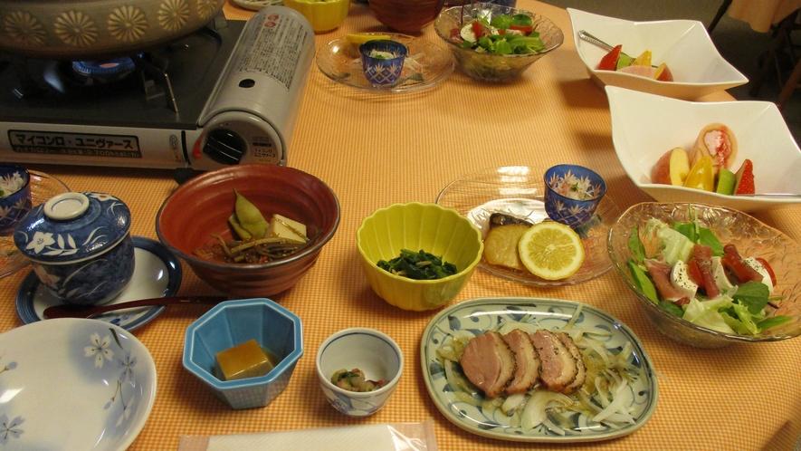 *【夕食一例】ボリューム◎の家庭料理は常連客にも好評