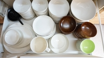 8 persons of tableware