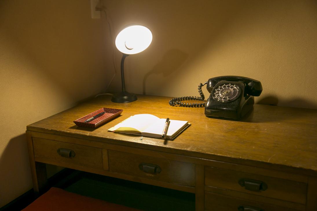 骨董机に黒電話♪旅の日記がございますのでご自由にお書き下さい♪