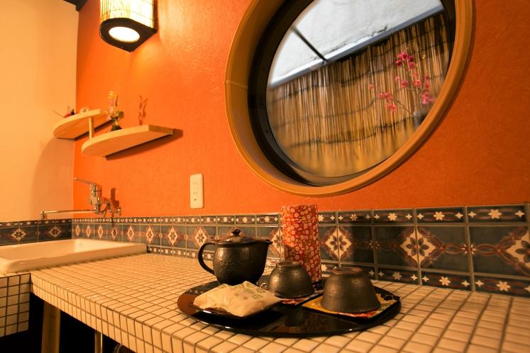 キッチン。茶葉、紅茶、煎茶、ドリップコーヒもございます♪
