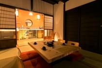 1階6畳和室から見る風景。小さな坪庭が見えます♪